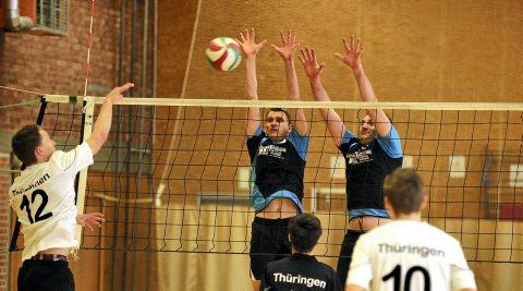 In derThüringenliga mussten die Herren vom SVV Weimar nicht nur gegen die Volley Juniors Thüringen viele Angriffe abwehren - oft ohne Erfolg. Foto: Thomas Müller