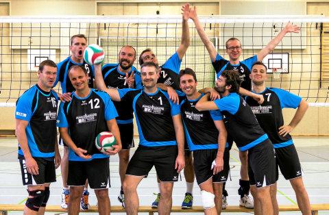 Grund zur Freude hatten die Volleyballer des SVV Weimar nach den zwei Heimsiegen in der Innenstadt-Sporthalle auf jeden Fall. Sechs Punkte gingen damit auf das Konto des Thüringenligisten. Foto: privat